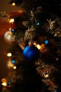 tanne-mit-weihnachtsschmuck