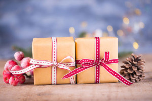 schön-verpackte-Geschenke-zum-Fest