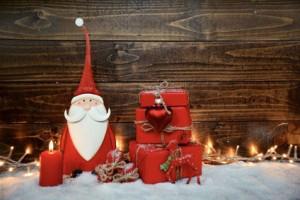 weihnachtsmann-mit-geschenk